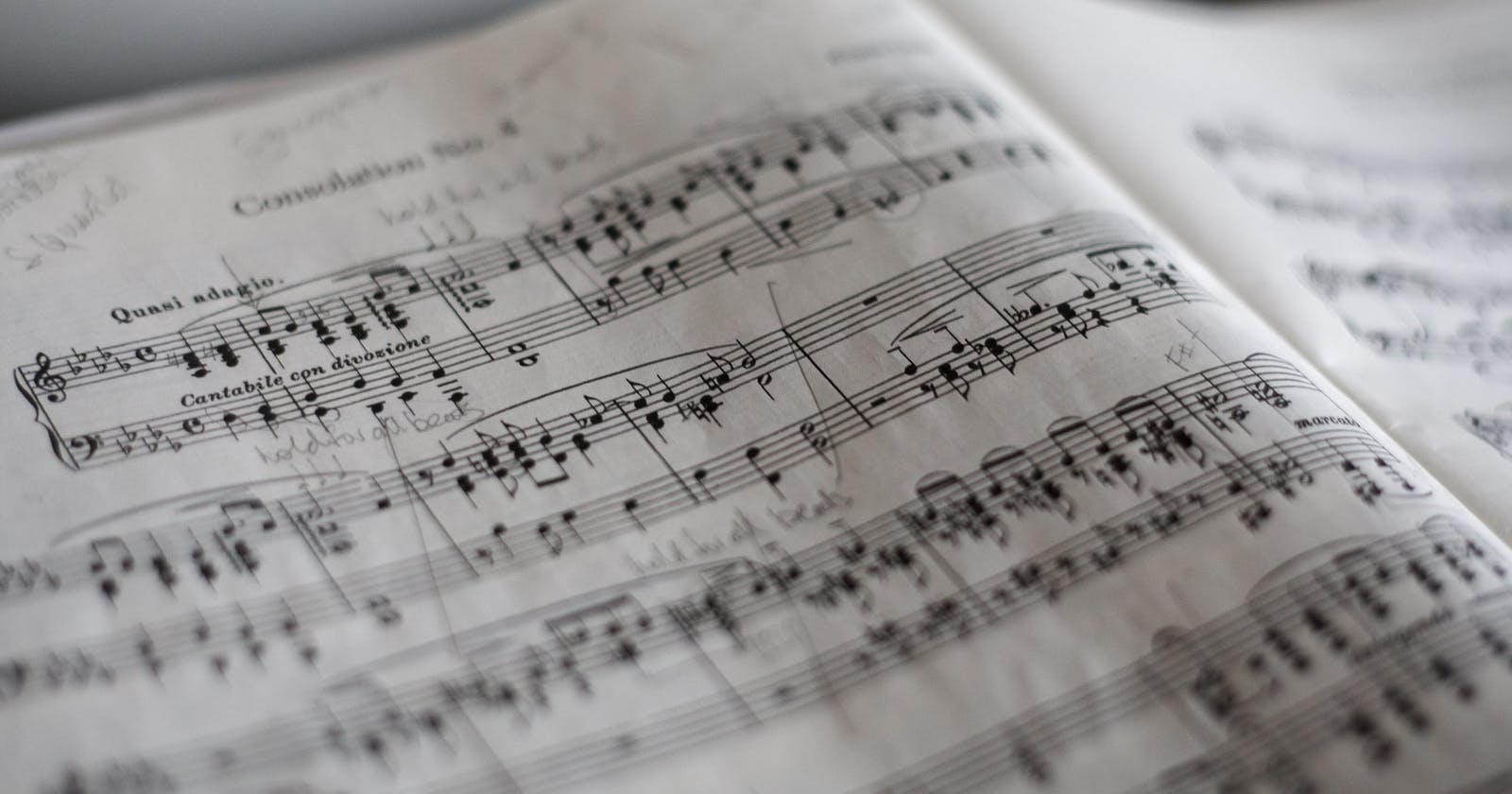rascunho para partitura e tablatura de baixo (4, 5 e 6 cordas) + notação musical no computador