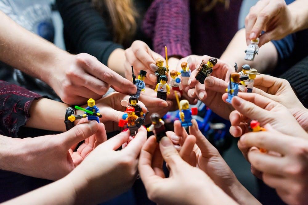1590596417-lego-people-team.jpg